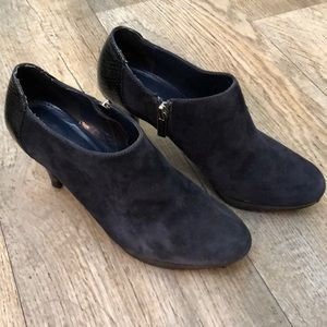 Bandolino Cardinal Navy Blue Suede Boots size 6.5M